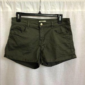H&M Green Shorts 🌲